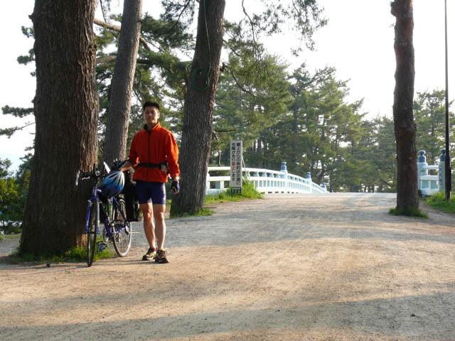 日本一周を目指して走り始めた第一区は、学生時代の駅伝のゴール・天橋立をスタートとした