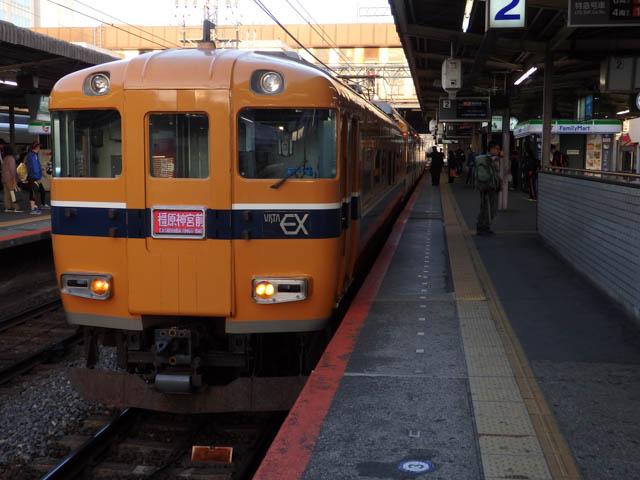 30年来の憧れ・近鉄30000系「ビスタカー」 ~西大寺駅・2015年10月~