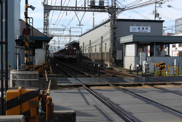 上本町行きの各駅停車が停車中