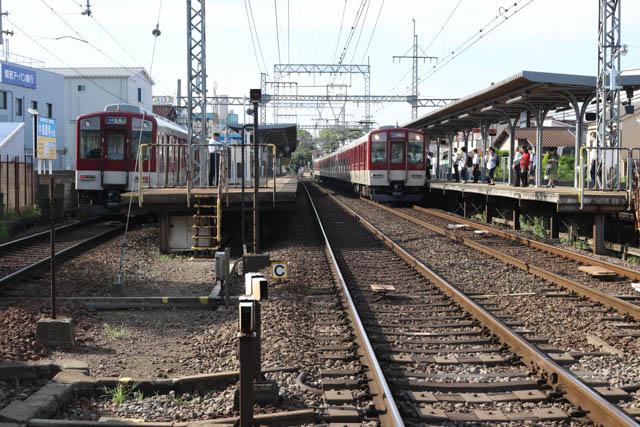 駅の規模は大きいが、停車するのは普通のみである