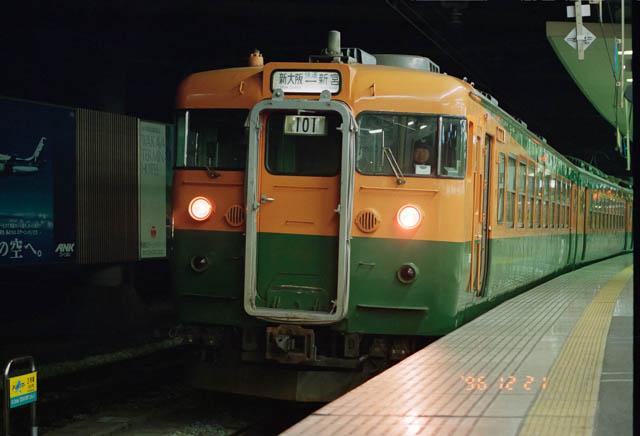 旅のスタートは、古き良き夜汽車の面影を残す、今は無き「新宮夜行」だった