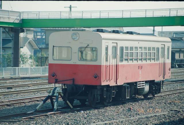 盛駅には岩手開発鉄道の旅客車両が留置されていた