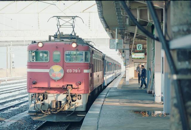 快速「海峡」で函館に向け出発 ~JR津軽線・青森駅~