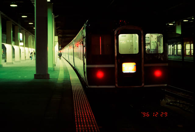 出発を待つ上野行き寝台特急「北陸」 ~JR北陸本線・金沢駅~
