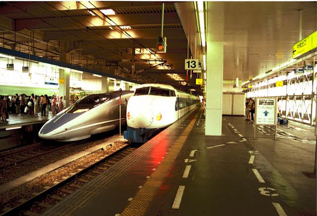 新幹線0系・500系が並ぶ光景  ~博多駅・1998年6月~