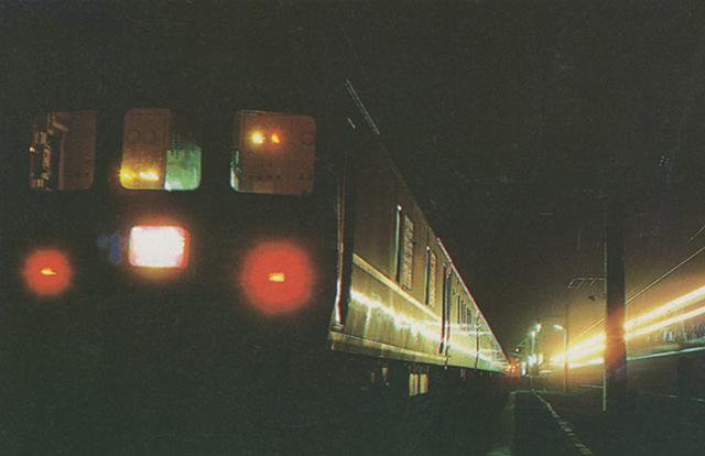 ブルートレインのテールライトは去り行く時代の後ろ姿 ~講談社パーフェクトシリーズ「ブルートレイン」より転載~
