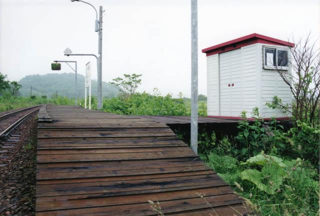 糠南駅を象徴する物置の待合室