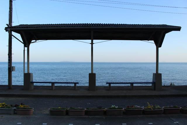 象徴的な下灘駅のホーム上屋