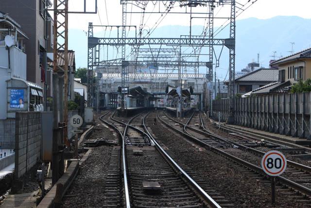 生駒山地が間近になる中、河内山本に到着