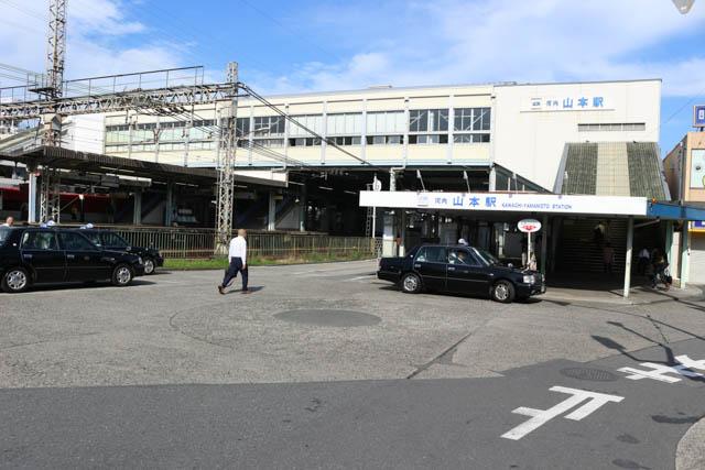 駅改札などは橋上に設けられている