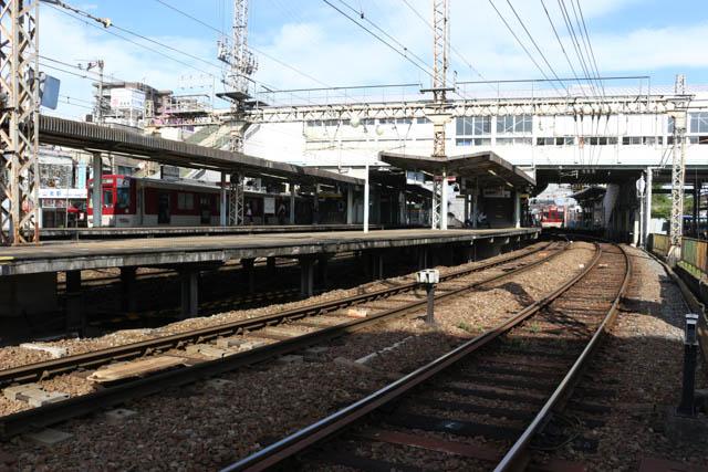 列車の発着も多い河内山本駅