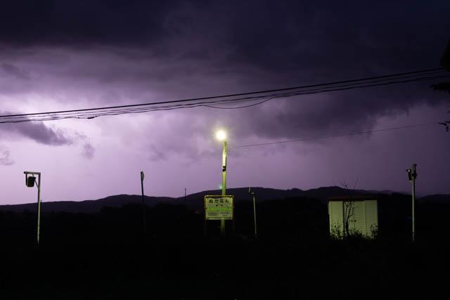 この日は遠雷が鳴り響き、時折、雷光が全天を覆った