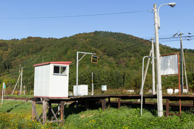 駅舎の台座を名寄方から眺める