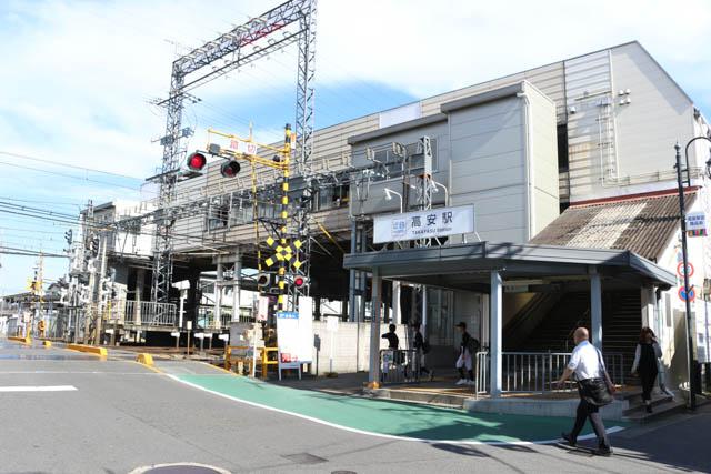 河内山本駅と同様に、橋上駅舎の高安駅