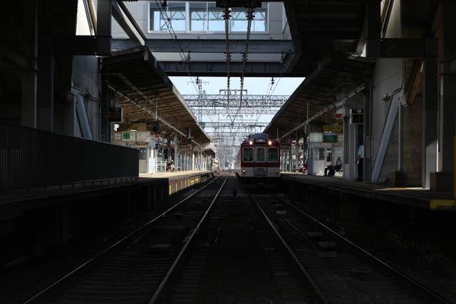 髙安検車区への回送列車が停車中
