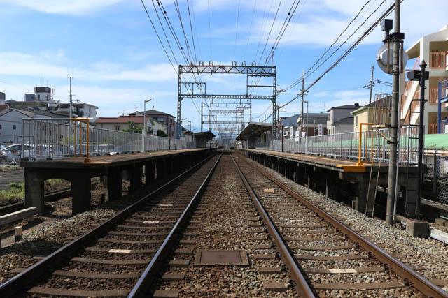 相対式ホーム2面2線の法善寺駅