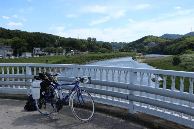 大和川を渡る国道の国豊橋の上で停車中のちゃり鉄1号