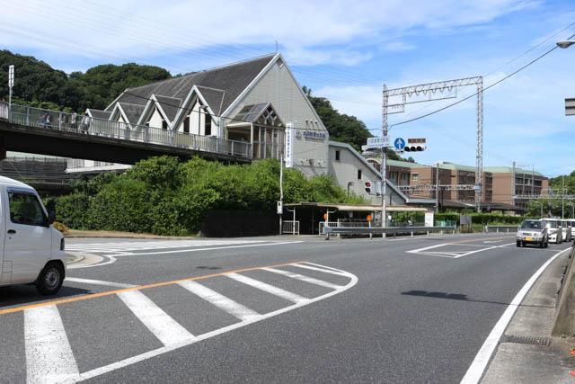 学生の姿が見られる大阪教育大前駅