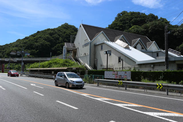 大阪府と奈良県境に位置する大阪教育大前駅