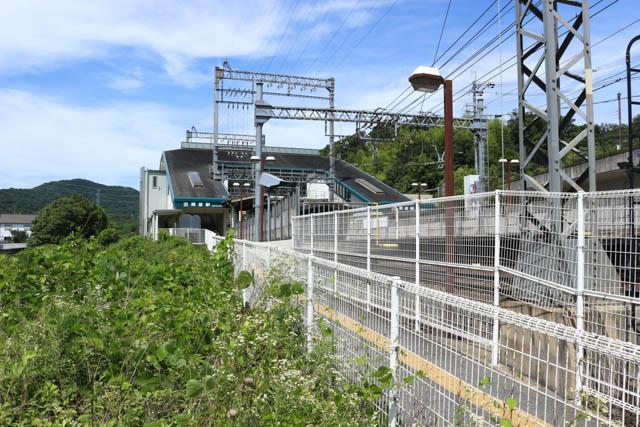 大阪上本町への上り線側から見た関屋駅