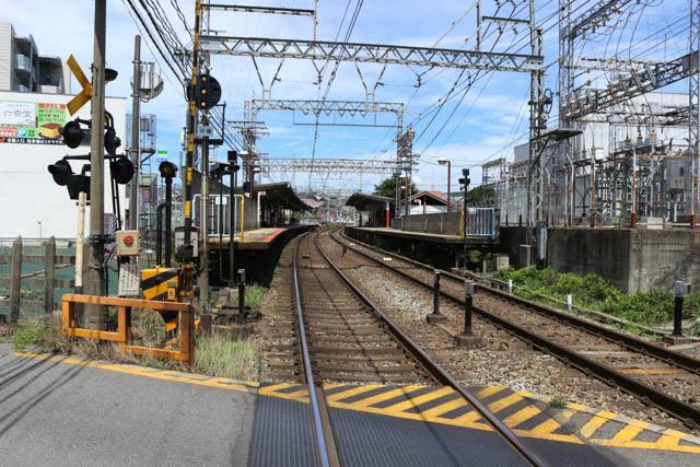 下田駅側から眺める二上駅