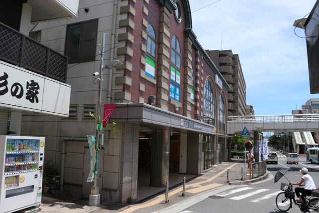 商業施設と併設されている大和高田駅