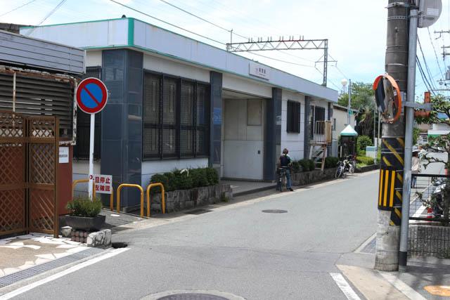 大和八木側からの真菅駅入口の眺め