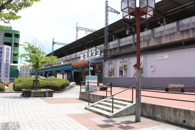 特急停車駅でもある八木駅に到着