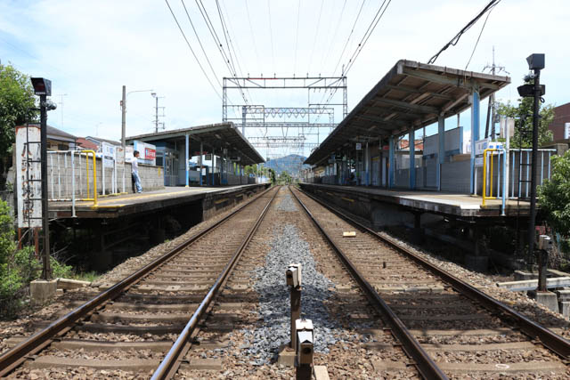 大阪線の一般駅としては、標準的な作りである