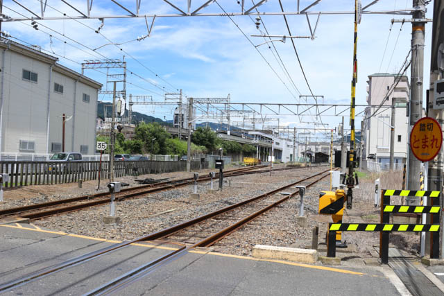 高架の近鉄大阪線と地平のJR桜井線が連絡する桜井駅構内