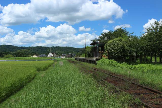 上総川間駅の全景と五井方面の風景