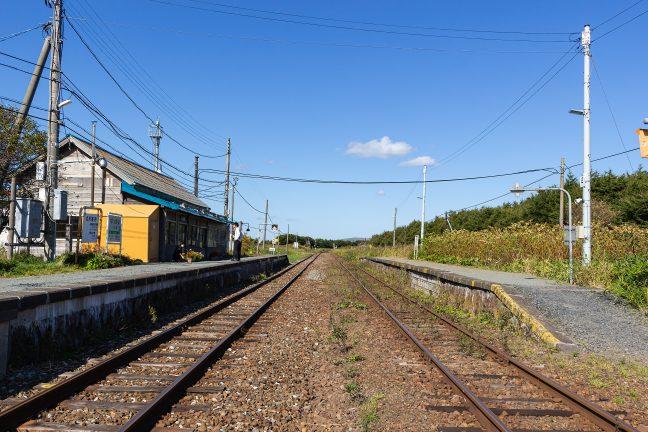19年ぶりに「途中下車」した抜海駅舎は、ところどころ改修され、倉庫も併設されていた