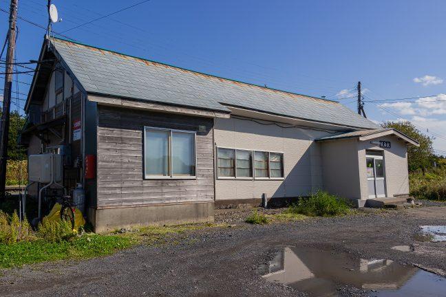 開業以来の佇まいが残っている抜海駅舎