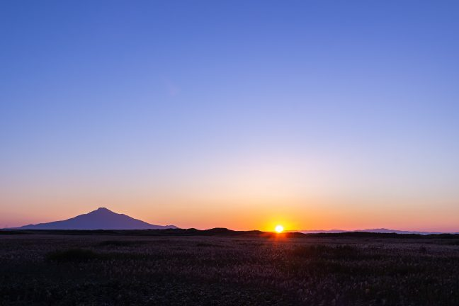 クトネベツ原野付近で迎える利尻水道の日没