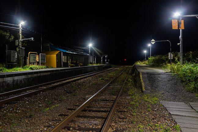 旅情駅の夜は、静かに更けていく