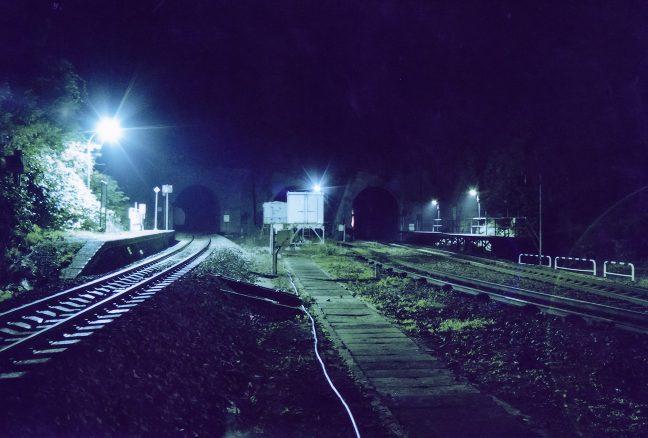 とっぷり暮れた山峡の旅情駅・小幌駅に降り立つ