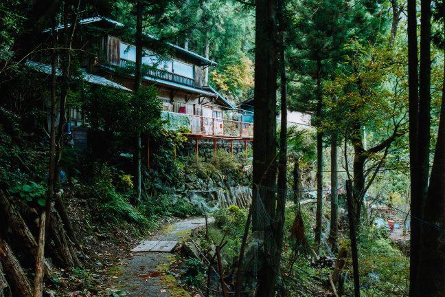 小和田駅付近にたった1軒残っていた現住民家