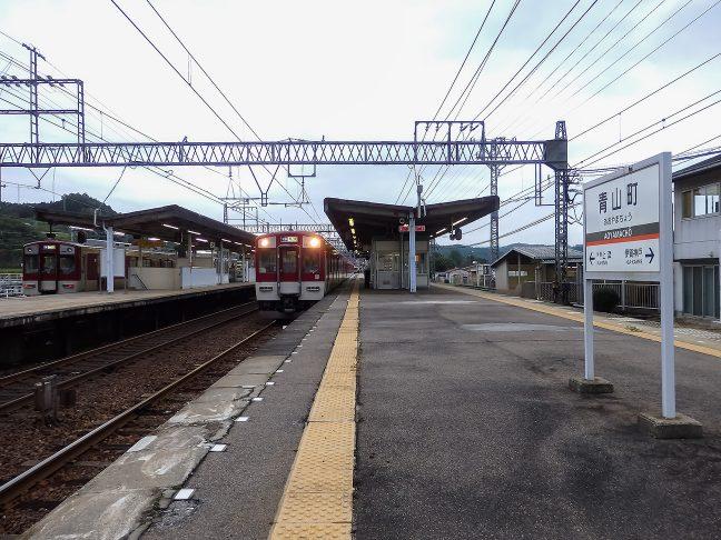 2面4線で留置線なども備えた青山町駅は、三重県下の大阪線では、中核駅の1つである