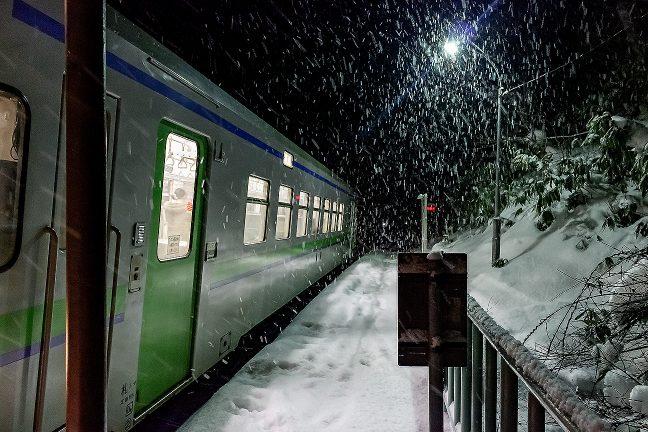降りしきる雪の中、とっぷり暮れた小幌駅に降り立った
