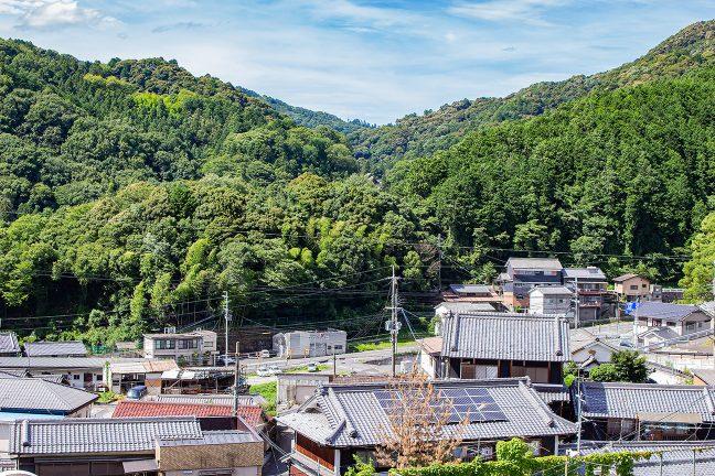 高台の長谷寺駅からは、眼下に初瀬の町並みが見下ろせる