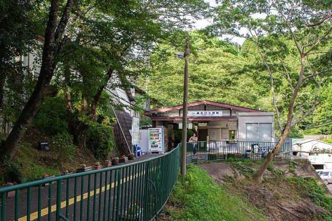 緑に囲まれた室生口大野駅