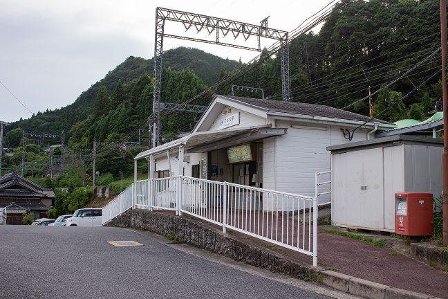 日も傾き始めた三本松駅に到着