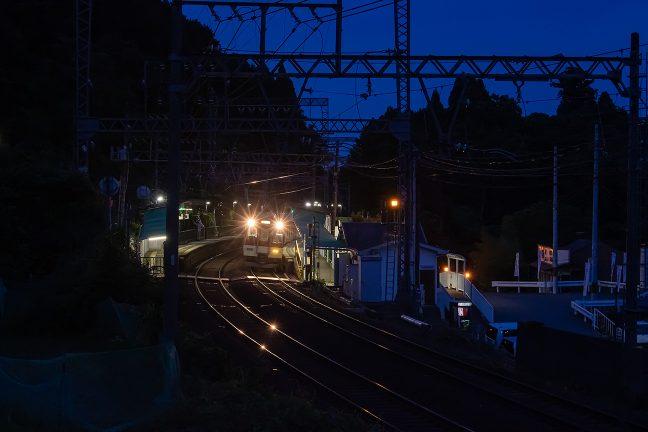 大阪上本町行きの急行が停車中