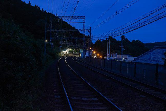 近代的な駅が多い大阪線の中にあって、旅情駅の趣きがある三本松駅