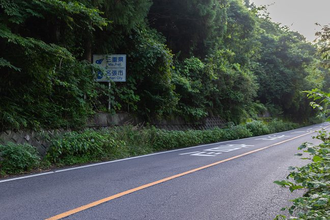 三本松駅~赤目口駅間で、三奈国境を通過