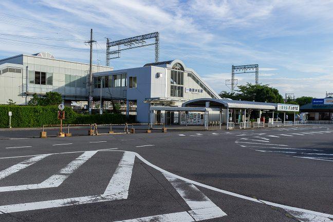 ニュータウンの駅らしく橋上駅舎が瀟洒な桔梗が丘駅