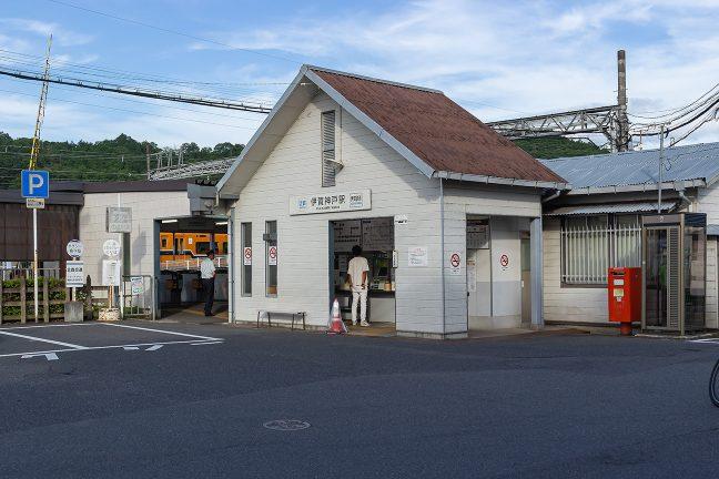 折しも乙特急が停車中の伊賀神戸駅