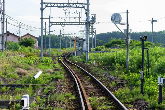 かつて近鉄の支線だった伊賀鉄道の比土駅はローカル線の佇まい