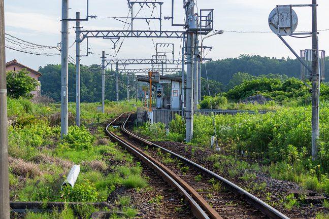 比土駅には島式ホームで交換可能駅だった時代の痕跡が明瞭に残る