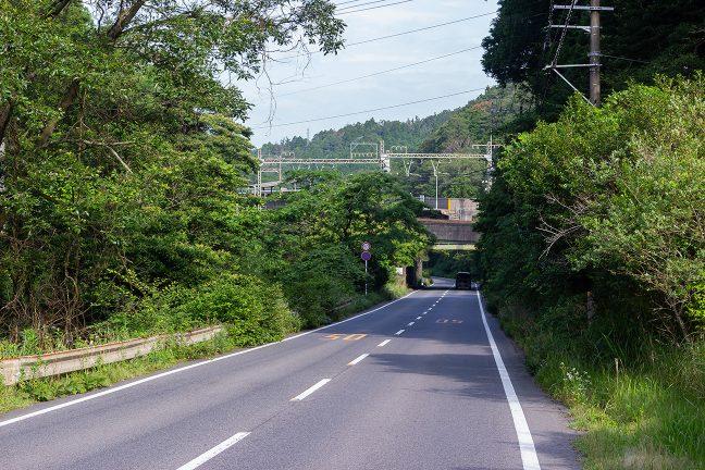 西青山駅を出発し、青山峠に向かって登り続ける